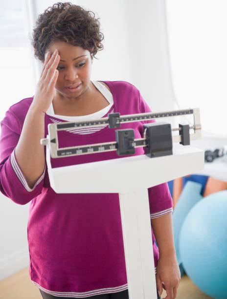 reducción de estómago riesgos mujer pesaje